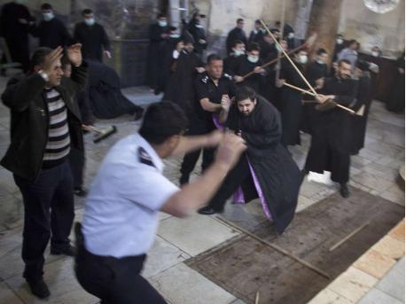 [Image: Priests-and-Monks-Brawl-in-Bethlehem-Chu...tivity.png]